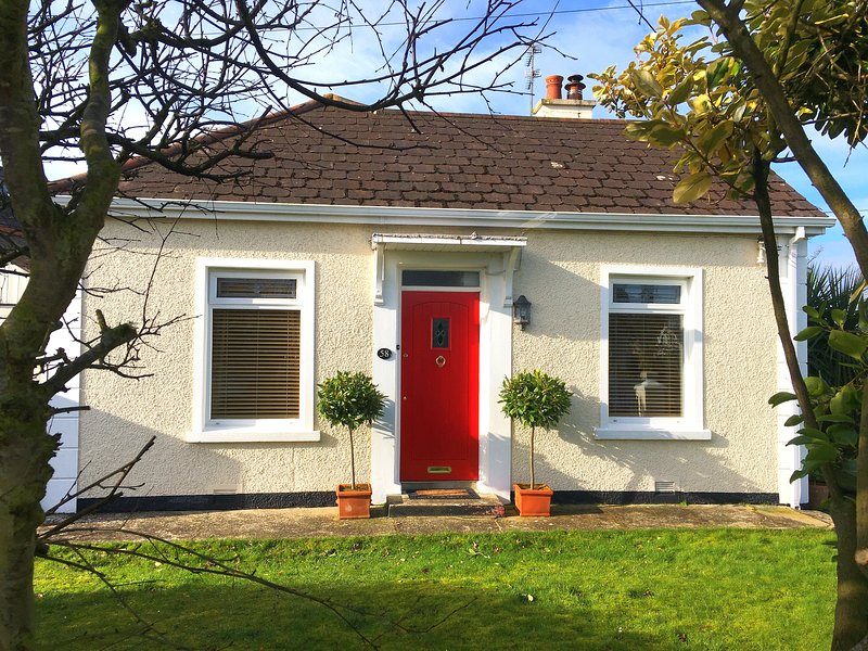 Crayfish Cottage Portrush.  Autumn stays booking now - 2 min drive to the beach!, casa vacanza a Portrush