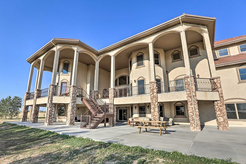 Luxe Hudson House w/ Mtn Views - 30 Min to Denver!, holiday rental in Brighton