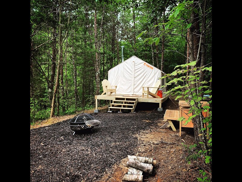 Tentrr Signature Site - Olde English Farm Tent 1, holiday rental in Calhoun