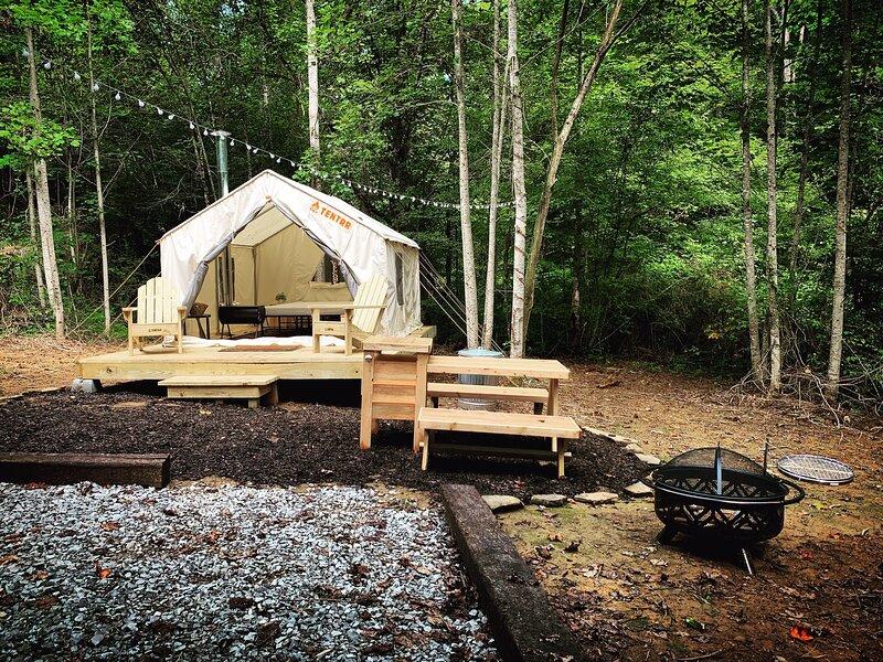 Tentrr Signature Site - Olde English Farm Tent 2, holiday rental in Calhoun
