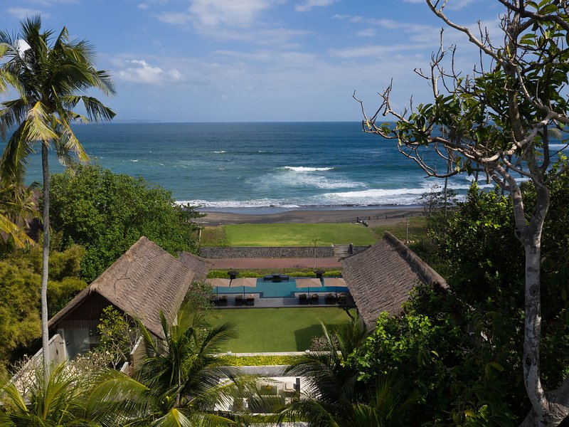 Seseh Beach Villa I, 5BR, Seseh-Tanah Lot, holiday rental in Tanah Lot