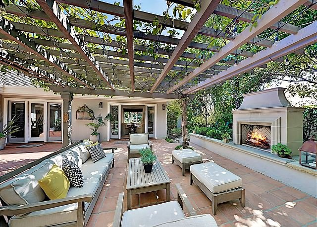 Montecito Compound with Casita & Waterfall Spa | Walk to Beach & Four Seasons, location de vacances à Montecito