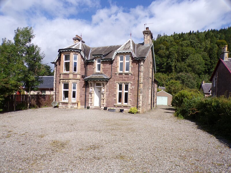 Dunmor House - Charming Victorian Period Property, holiday rental in Loch Lomond and The Trossachs National Park
