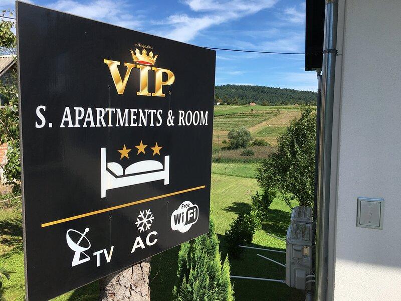 VIP studio apartment Plitvice Lakes with balcony, vacation rental in Rakovica