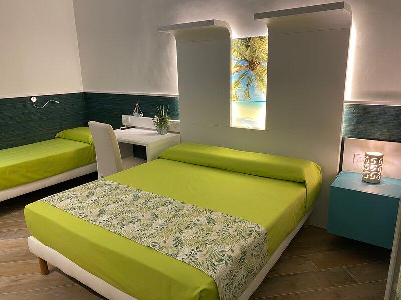 Porto Di Mare Exclusive room camera Grecale, vacation rental in Giovinazzo