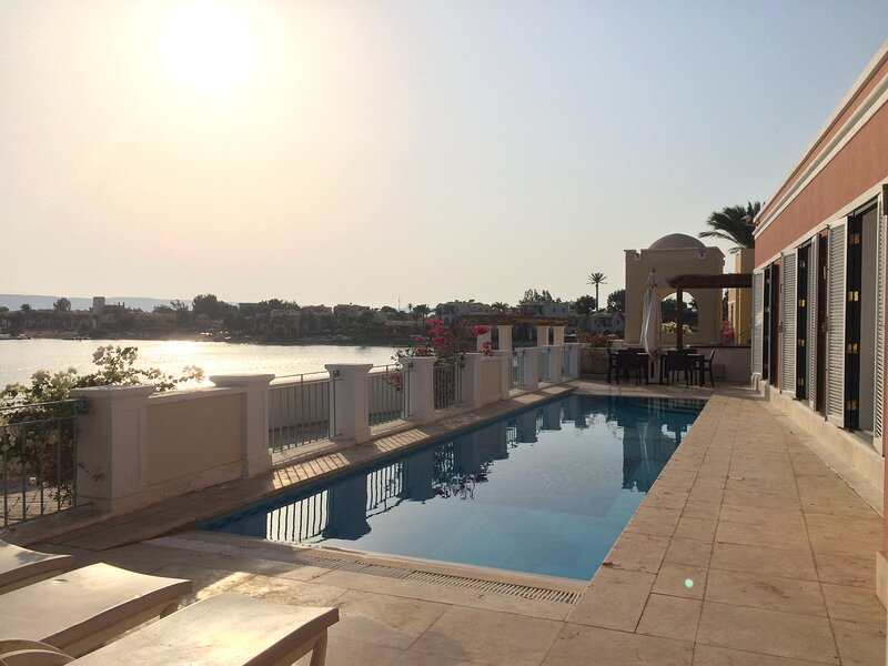 Villa Venezia El Gouna: private heated pool, high speed WiFi, private beach, Ferienwohnung in El Gouna