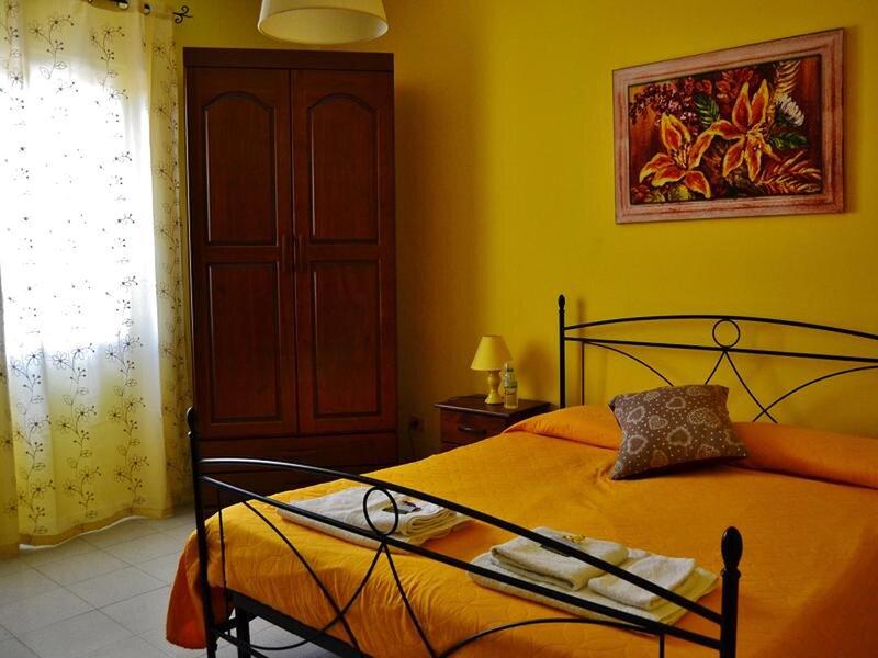 Camera Gialla - Bb S Elia, holiday rental in Santa Caterina Villarmosa