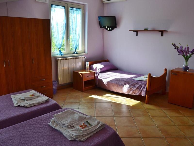Suite Glicine - Bb S Elia, holiday rental in Santa Caterina Villarmosa