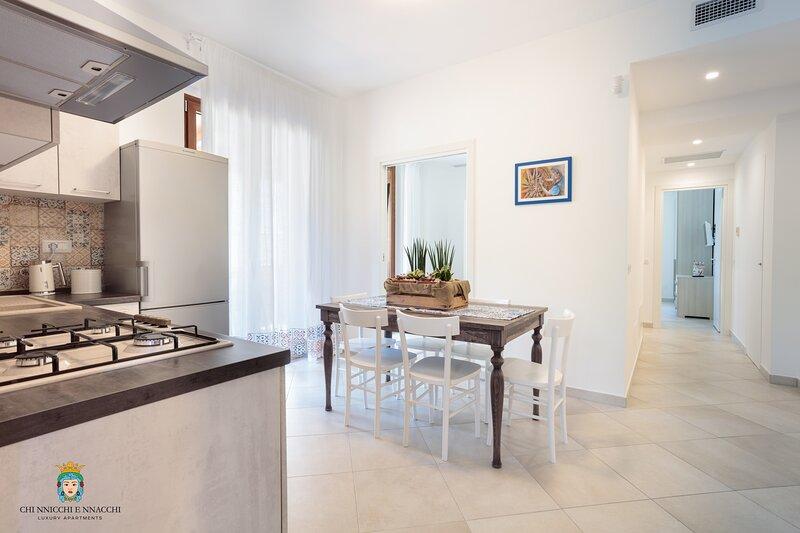 Chi Nnicchi e Nnacchi - Luxury Apartments (Gessuminu), location de vacances à Milazzo