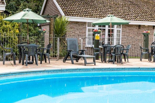 Hedgehogs Holiday Home Overlooking Heated Swimming Pool Near Looe Polperro, holiday rental in Pelynt