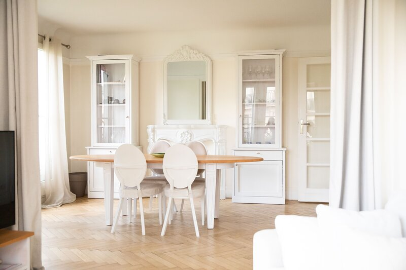 Romantic Nest in calm part of Paris 20 minutes' walk till Arc de Triomphe, vacation rental in Levallois-Perret