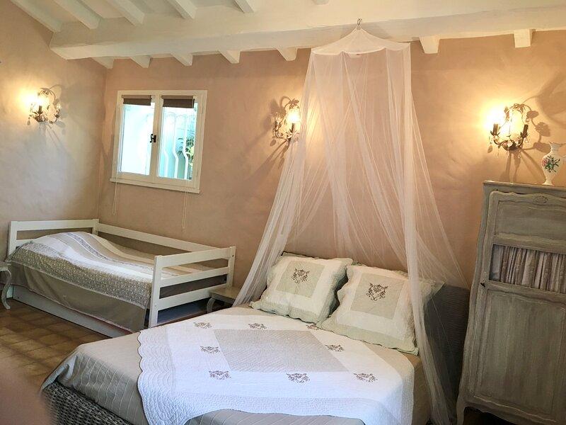 Bastide du Levant  50m plage Chambre Romantique 3 pers. La Nartelle, holiday rental in Sainte-Maxime