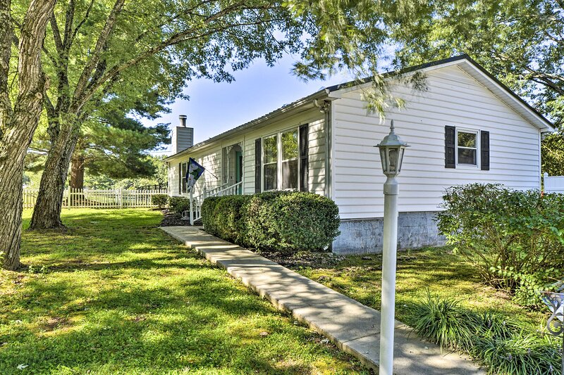 NEW! Horse-Friendly Alabama Home-Away-From-Home!, holiday rental in New Market