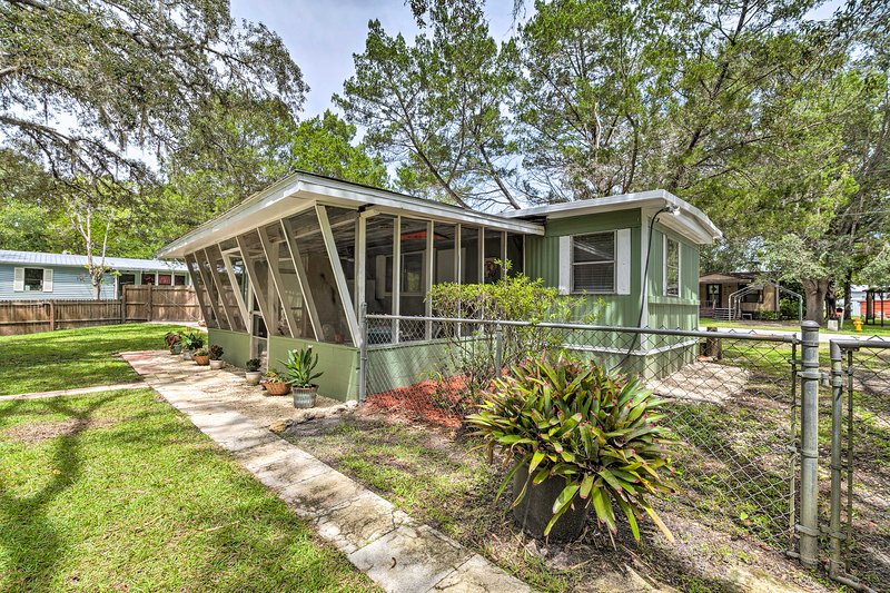 NEW! Riverfront Homosassa Home w/ Kayaks + Canoe!, holiday rental in Homosassa Springs