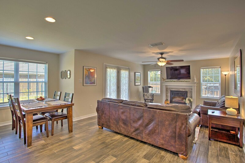 NEW! Longview Family Home w/Furnished Deck + Grill, holiday rental in Tatum