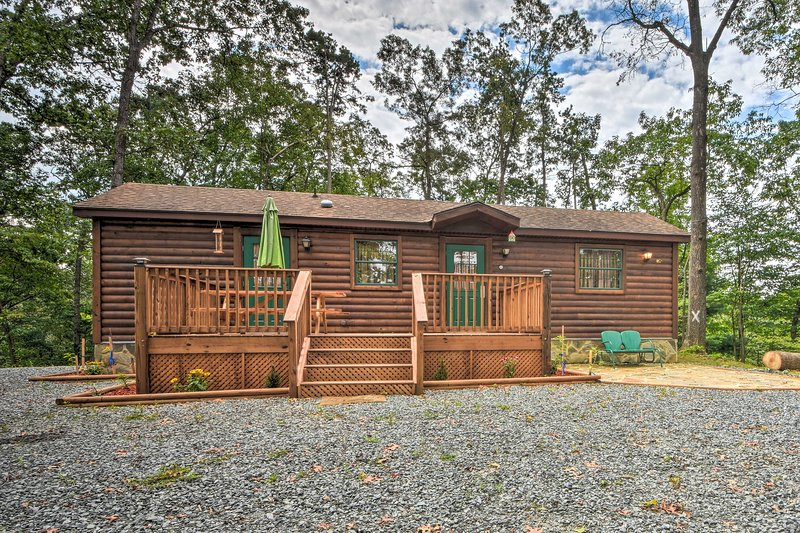 NEW! Nature Lovers' Dream Cabin w/ Fire Pit & Deck, holiday rental in Marble