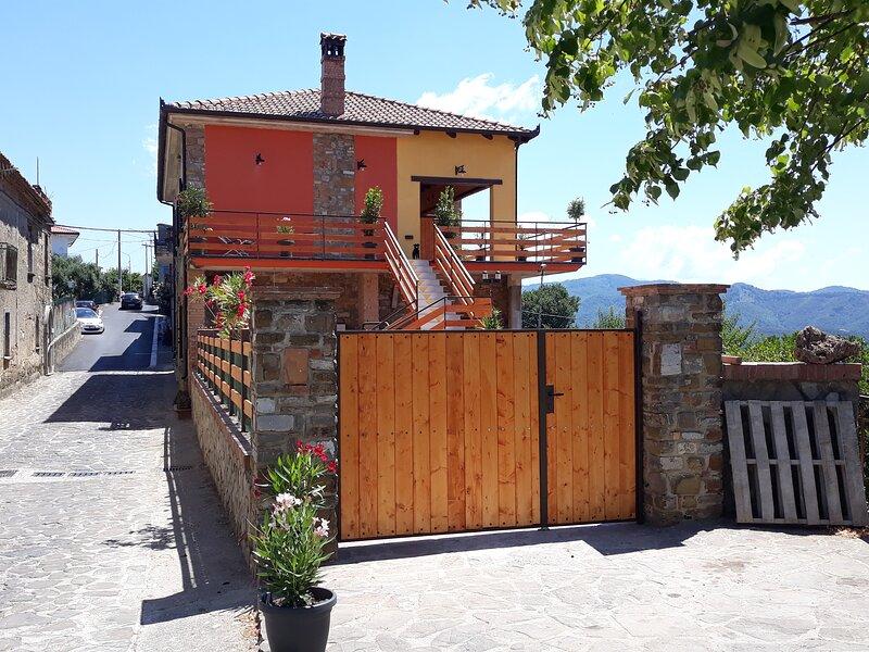 PANORAMIKA,dependance autonoma vista panoramica parco Cilento alt 475m 15km x m, vacation rental in Magliano Vetere