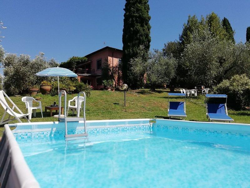 Villa Paola , relax tra gli olivi, la campagna  a 5 minuti dal centro storico, aluguéis de temporada em Monte San Quirico