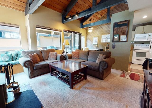 Quiet and Cozy in Forest Setting, Garage Parking, aluguéis de temporada em Mammoth Lakes