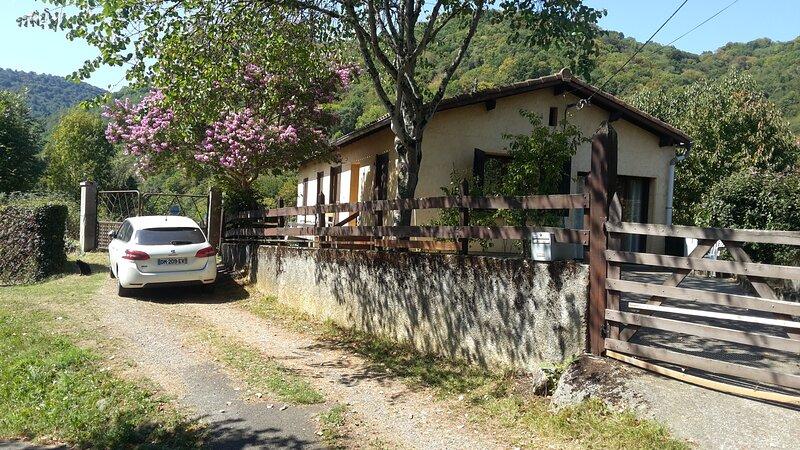 Chambre dans villa avec vue sur les montagnes, holiday rental in Estancarbon