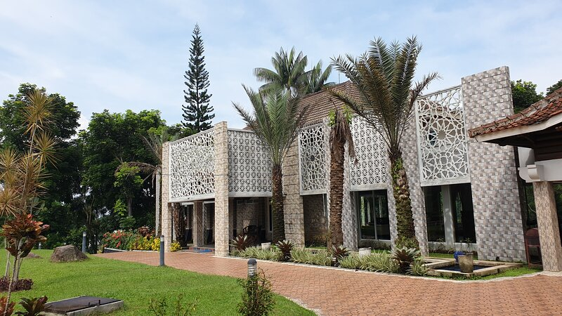 Al Nafoura Executive Villa, holiday rental in Cipanas