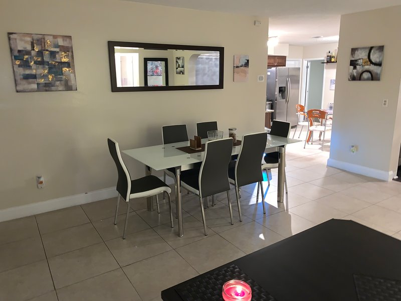 Modern Private Room 1 on the Intercoastal with pool, holiday rental in Coconut Creek