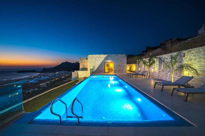Luxury villa with amazing seaview close to Falassarna Beach, vacation rental in Kavousi