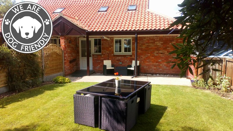 Breakwater Cottages Private Grounds Dogs FREE - Access to dog friendly beach, location de vacances à Sutton-on-Sea