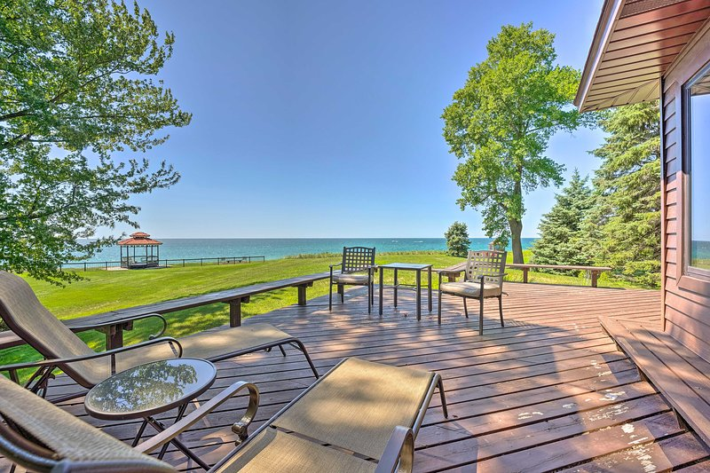 NEW! Relaxing Lake Michigan Retreat, 3 Mi to Beach, vacation rental in North Muskegon