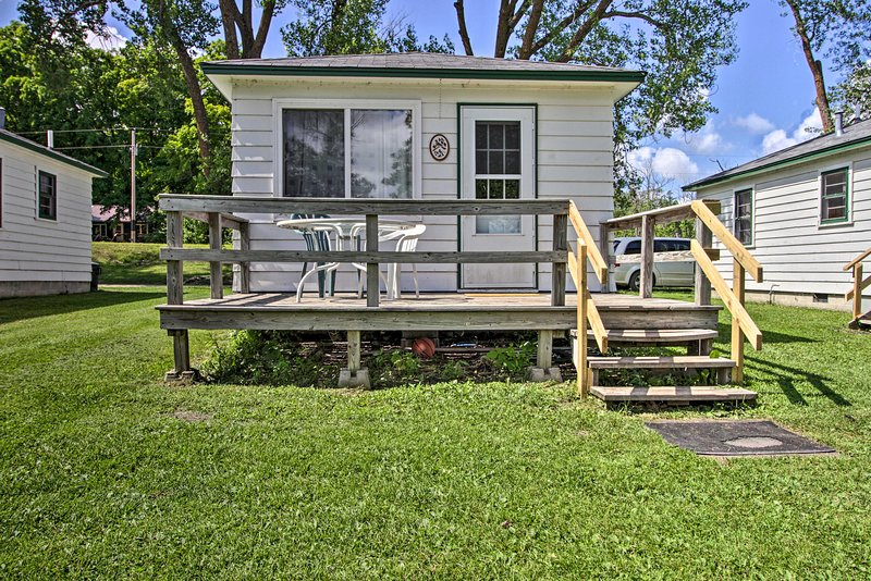 NEW! Pet-Friendly Lake Cabin: Boat Rentals & Dock!, holiday rental in Dent