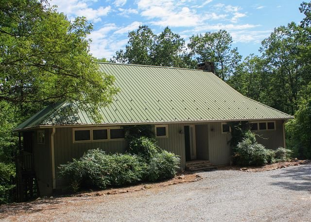 Romantic Cabin,Fireplace,Screened Porch,WiFi, holiday rental in Lenoir