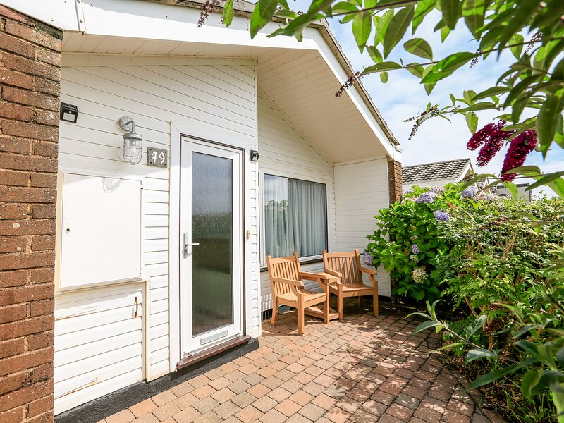 49 CUMBER CLOSE, close to Salcombe, open plan living space, furnished terrace, vacation rental in Bolberry