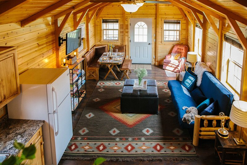 Paradise Valley Cabin by Chico & Yellowstone Park!, holiday rental in Pray