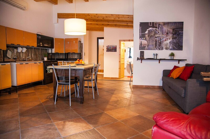 Naturalliving Legno - holiday house with garden - Catania, holiday rental in Raddusa