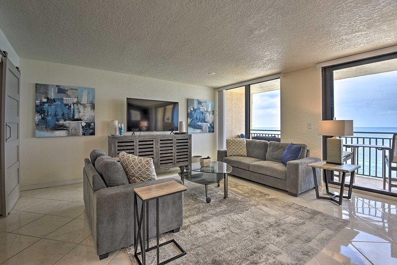 NEW-Beachfront Resort Condo w/Panoramic Ocean View, vacation rental in Edgewater