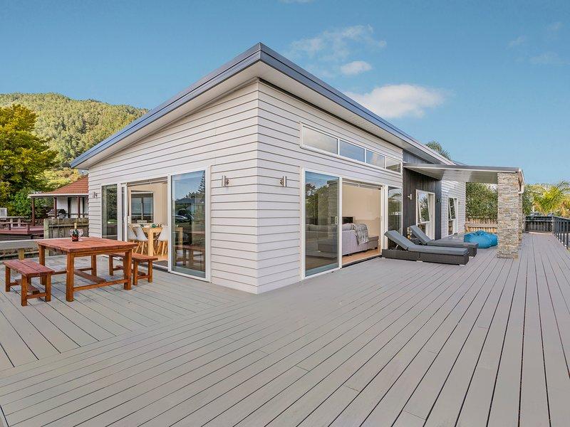 The Sun Seekers Retreat - Pauanui Holiday Home, Pauanui, vacation rental in Thames