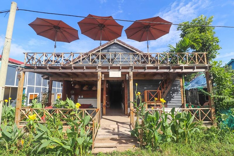 The Azure - M'Pai Bay Boutique Guesthouse, holiday rental in Sihanoukville