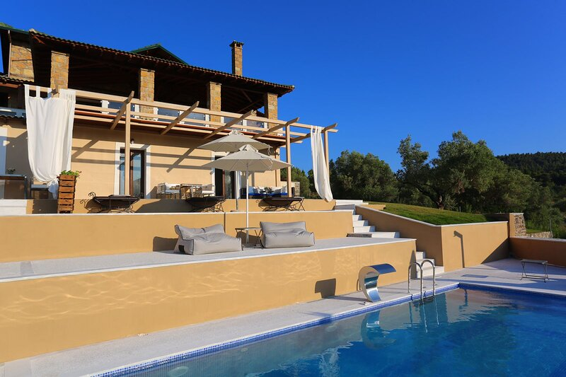 VILLAS GUEST HOUSE studio / PLACE DES DIEUX / ΚΤΗΜΑ ΚΟΥΡΚΟΥΔΙΑΛΟΥ, holiday rental in Loutra
