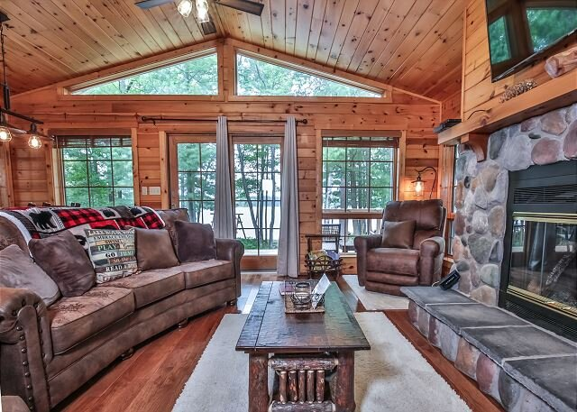 Beautiful 3 bedroom home on Pickerel Lake in Eagle River, vacation rental in Star Lake