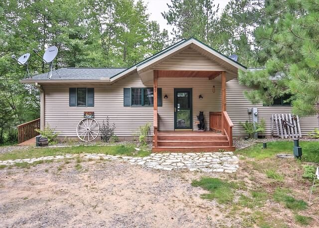 New! Beautiful 3 bedroom home on Pickerel Lake in Eagle River, holiday rental in Star Lake