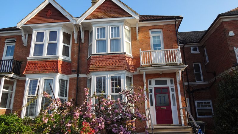 Family 4-Bed House in Bexhill-on-Sea, location de vacances à Ninfield