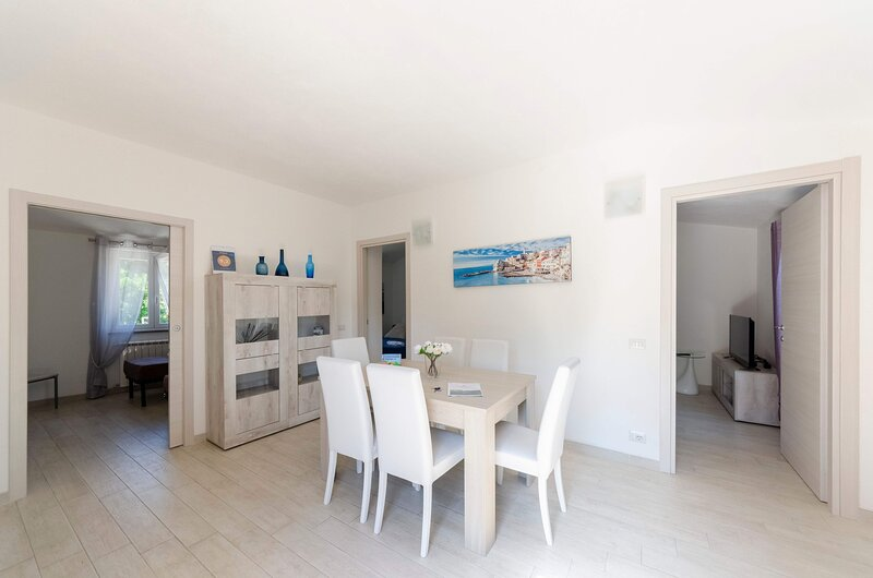 La Casa Rosa Due, apartment 85 mq 2b/1b with parking and garden, holiday rental in Vescina