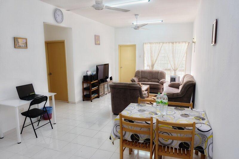 3 Rooms | Central Park Homestay | Seremban 2, vacation rental in Seremban