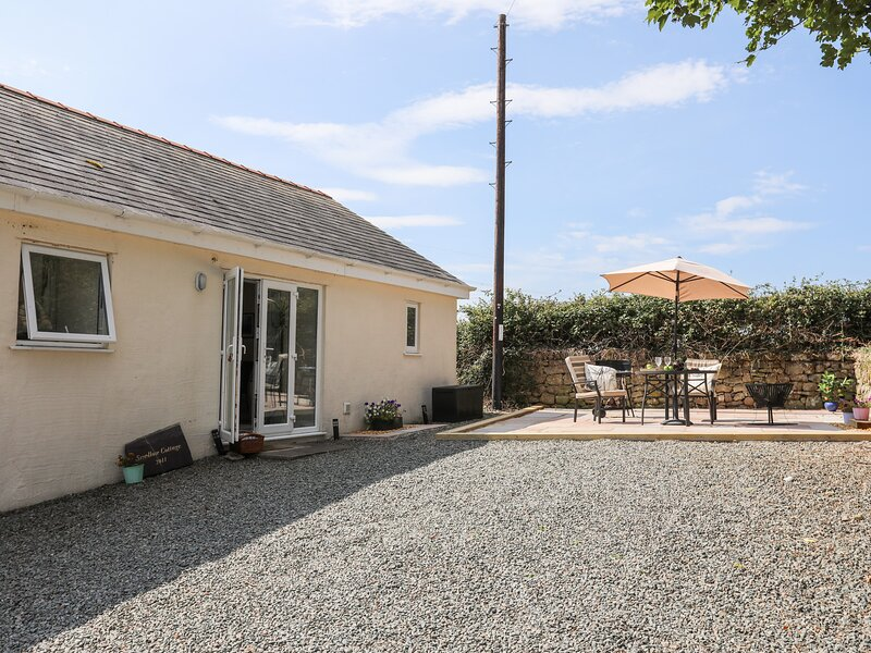 SWALLOW COTTAGE, 1 Bedroom(s), Pet Friendly, Talwrn, holiday rental in Llangefni