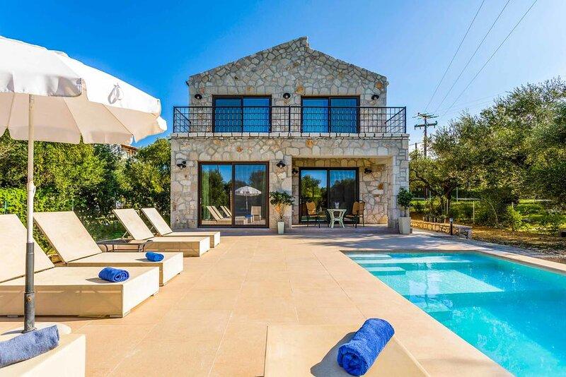 Astarte Villas - Petra Elia Private Villa With Pool, aluguéis de temporada em Tragaki