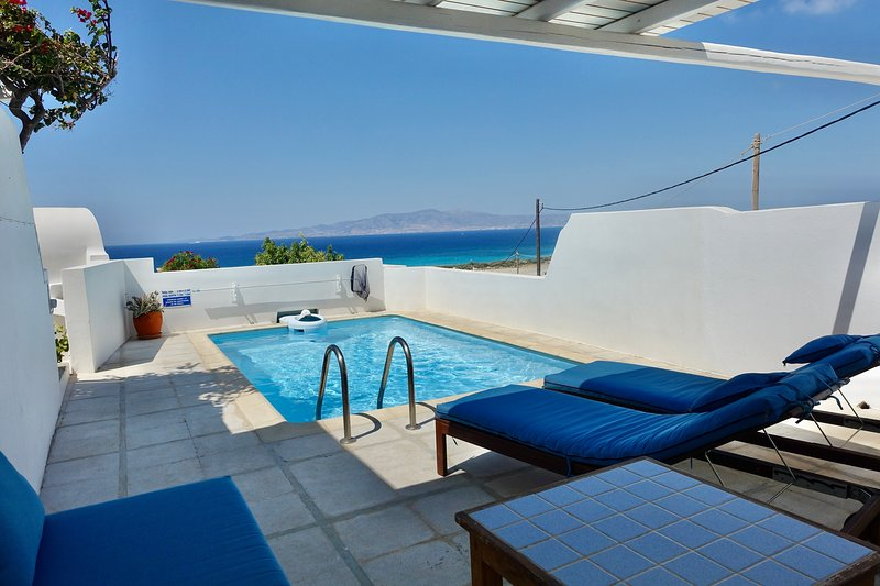 Honeymoon Nest-villa w/private swimming pool, holiday rental in Ano Koufonissia