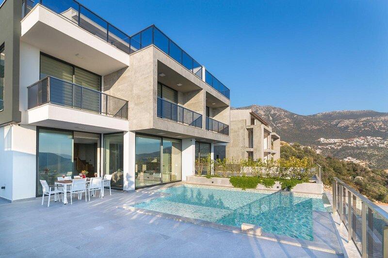 Elegant & modern 3 bedroom luxury villa +sister property for larger groups, holiday rental in Bayindir