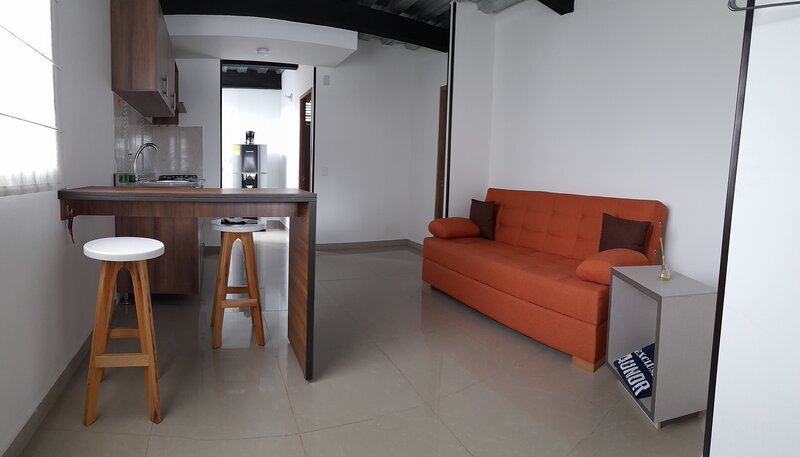 ***Your Home Away From Home – The Orange Flat***, holiday rental in Bogota
