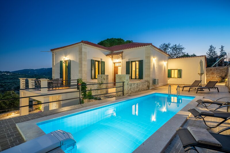 Villa Arietta (sleeps up to 7), holiday rental in Kounopetra