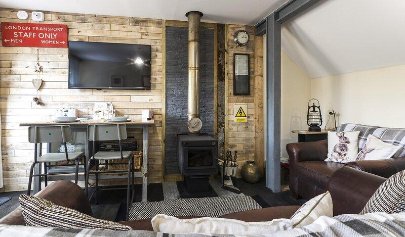 Holey Moley Lodge - 2 Bedroom  - Llanteg - Pembrokeshire, holiday rental in Whitland